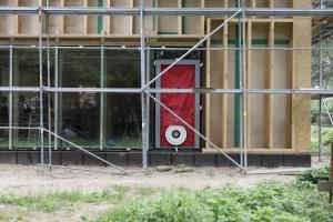 Blīvuma pārbaude pasīvajā ēkā Foto: Ansis Starks