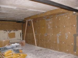 Aukstā pagraba griestu, sienas uz apkurināmo zonu un perimetra izolācijas no iekšpuses ierīkošana.
