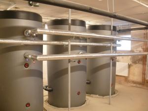 Akumulācijas tvertnes saules kolektoru sistēmai karstā ūdens sagatavošanai